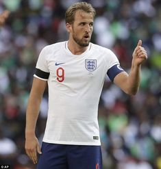 Gary Lineker has backed Harry Kane to shoulder the dual burden of being England's World Cup captain and primary goalscorer. Harry Kane England, England Football Captain, Tottenham Hotspur Wallpaper, Tottenham Hotspur Football, Baseball Quotes, Sports Celebrities, Baseball Equipment, Sport Icon, Great Team