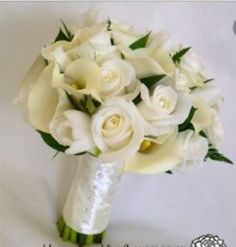 Clare chose this cream colored bouquet for her wedding in Venice in July