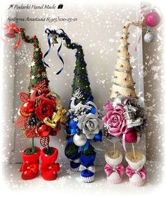 Christmas Topiary, Dollar Tree Christmas, Mini Christmas Tree, Easy Christmas Crafts, Homemade Christmas, Simple Christmas, Christmas Tree Decorations, Cone Trees, Topiary Trees