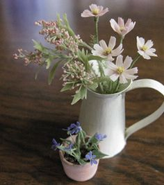 Beautiful miniature flowers from a talented Japanese artisan, lost of beautiful pictures on their blog