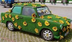 Ein Gedicht über städtische Sommerimpressionen Car Wallpaper Download, Wallpaper Downloads, Free Hd Wallpapers, Van, Christmas Ornaments, Holiday Decor, Vehicles, Castles, Crazy Cars