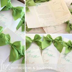 "Invitaciones para una ""Green couple"" • verde pistacho •  boda en jardin • ecológica • Mercedes & Juan Manuel • tarjeteria • invitatations • weddingcards • wedding • cards • green • beige • bows • handmade • crafting • papers #weddinginvitations #gogreen"