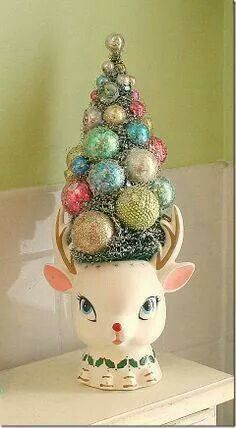 must find weird christmas planters - Amazingly DIY Merry Little Christmas, Christmas Love, Christmas Wishes, Winter Christmas, Christmas Trees, Reindeer Christmas, Retro Christmas Decorations, Vintage Christmas Ornaments, Vintage Holiday