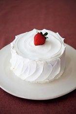 【手作りケーキ】クリスマスに!切ってびっくり「中につめつめ サプライズケーキ」 画像(2/7) 【写真を見る】切る前は普通のケーキ