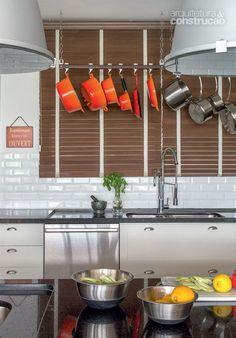 Reforma no apartamento da chef Manuela Biar 16m2 - Chez Manu / Barbara Filgueiras Arquitetura e Interiores #cozinha #kitchen