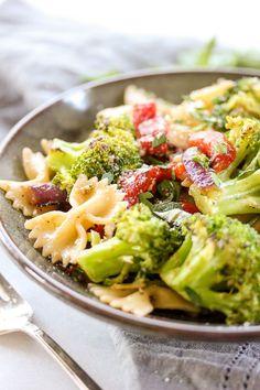 Summer Roasted Broccoli Pasta Salad  | lisasdinnertimedish.com