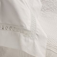 Bedlinen from the shop: The White Company. Pinned from The Paper Mulberry Cotton Bedding, Linen Bedding, Bedding Sets, Bed Linen, Hotel Bed Sheets, Paper Mulberry, Buy Bed, The White Company, Linens And Lace