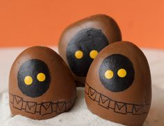 These Star Wars Jawa Rocks are a great painted rock craft for kids or adults. Any Star Wars fan would love to add these jawa rocks to their collection! Rock Crafts, Crafts To Make, Fun Crafts, Camping Crafts For Kids, Summer Crafts For Kids, Painting Love Couple, Rock Painting, Painted Wood Walls, Painted Rocks Craft