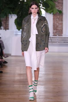 Valentino Resort 2018 Fashion Show - Johanna Defant