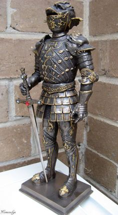the statue that represented the suit of armour supposedly owned by Guidobaldo II Della Rovere, Duke of Urbino made by Filippo Negroli in Milan. Helmet Armor, Suit Of Armor, Arm Armor, Ancient Armor, Medieval Armor, Medieval Fantasy, Larp, Armor Clothing, Knight Armor