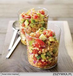 Zobacz zdjęcie Sałatka z pęczaku   - szklanka kaszy pęczak - pomidor - zielona papryka - ogórek szklarniowy (lub kilka gruntowych) -  łodyga selera naciowego - 1/2 czerwonej cebulki - sól, pieprz  1. Kaszę ugotować wystudzić. 2. Warzywa pokroić w kostkę, wymieszać  Podawać z sosem jogurtowym, majonezowym, lub winegret - według upodobań. w pełnej rozdzielczości