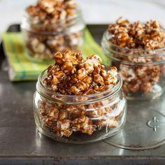 How to Make Crunchy Caramel Popcorn