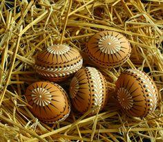 Kraslice v přírodních tónech A1 Velikonoční kraslice zdobená tradiční technikou  (Easter eggs)