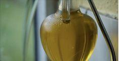 O azeite de oliva extravirgem é um alimento maravilhoso, cheio de benefícios à nossa saúde.Por exemplo, ele:- Previne o câncer- Ajuda no crescimento dos cabelos- Previne problemas cardíacos- Melhora a saúde do cérebro