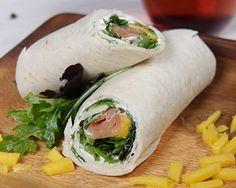 Wrap com cremoso de salmão e fruta