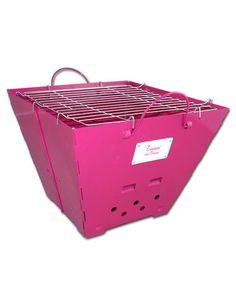 So geht Grillen auf Lady-Art: Tussi on Tour #Grill in Pink! Für fancy Barbecue mit den Girls. Was das BBQ dann bereit hält, Gemüse, Fisch oder Fleisch, ist Frauen-Sache ... aber wenn es gegessen ist, kann man ich einfach ganz klein zusammenfalten und wieder einpacken! Eignet sich somit auch ideal für Picknicks, den #Junggesellinnenabschied oder das #Festival.