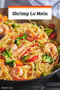 Shrimp Lo Mein / A healthy and quick recipe, colorful and so easy; perfect for a satisfying weeknight dinner. A healthy and quick shrimp lo mein recipe, colorful and so easy; perfect for a satisfying weeknight dinner. Wok Recipes, Stir Fry Recipes, Quick Recipes, Gourmet Recipes, Dinner Recipes, Cooking Recipes, Healthy Recipes, Rice Noodle Recipes, Low Sodium Recipes