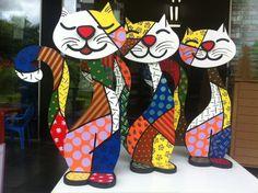 Apoio de Porta - Gato Arte Pop, Arte Country, Pop Art Design, Ecole Art, Afro Art, Clay Figures, Mosaic Patterns, Cat Art, Sculpture Art