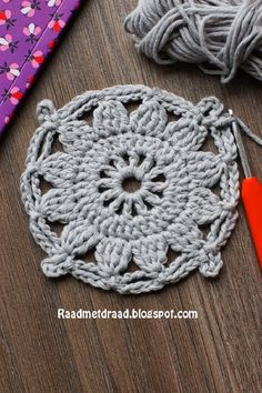 Raad met draad: Finnish granny square pattern in English helps with cluster stitch ; Crochet Mandala Pattern, Granny Square Crochet Pattern, Crochet Diagram, Crochet Squares, Double Crochet, Crochet Patterns, Granny Square Häkelanleitung, Granny Squares, Crochet Instructions
