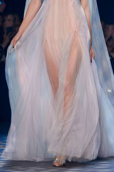 Marchesa at New York Fashion Week Spring 2017 - Details Runway Photos Haute Couture Style, Couture Mode, Elie Saab Couture, Couture Fashion, Runway Fashion, 90s Fashion, New York Fashion, Fashion Week, Look Fashion