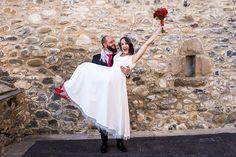 Clara y su vestido inspiración años 50. White Dress, Wedding Dresses, Fashion, Brides, Bridal Gowns, Girls, Dream Wedding, Bride Dresses, Moda