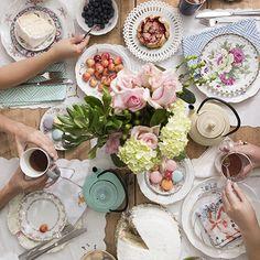 Żeliwny dzbanek PinkyUp idealnie sprawdzi się w każdej kuchni i na każdym eleganckim stole. Tablescapes, Table Settings, Table Decorations, Party, Summer, Table Scapes, Fiesta Party, Place Settings, Parties