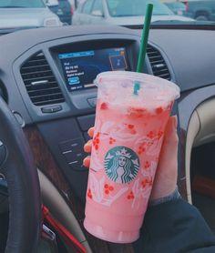 Bebidas Do Starbucks, Copo Starbucks, Secret Starbucks Drinks, Starbucks Recipes, Starbucks Coffee, Healthy Starbucks Drinks, Drink Pink, Pink Drinks, Summer Drinks