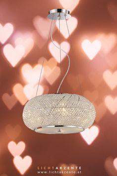 Möchtest du deinen Esstisch modern und elegant beleuchten? Den Kristall Leuchter Pasha findest du online bei Lichtakzente.at. Die Pendellampe aus Chrom und Kristall trägt zur modernen Beleuchtung bei. Eine faszinierende Kristall Hängeleuchte die strahlende Akzente setzt wie z.B im Esszimmer, Wohnzimmer oder am Besprechungstisch // Esstisch Lampe rund, Esstisch Leuchte modern #beleuchtung #lampen und leuchten #lichtakzente Led E14, Chandelier, Ceiling Lights, Lighting, Elegant, Interior, Home Decor, Contemporary Light Fixtures, Modern Lighting