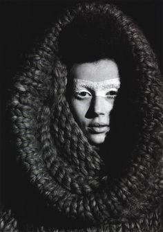 cotonblanc:   Alexander McQueen Backstage Photographs Anne DeniauAll clothes Alexander McQueen, Fall–Winter 2000  Visionaries: Interviews wi...
