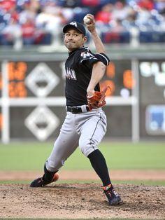 Marlins' Ichiro Suzuki makes MLB pitching debut