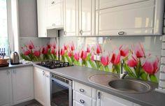 Mintás konyha hátfal ötletek - látványelem virágokkal üveglappal vagy más burkolatokkal