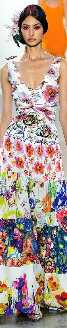 Chiara Boni La Petite RTW Spring 2019 Floral Fashion, Love Fashion, Fashion Trends, Beautiful Gowns, Couture Fashion, Play Dress, Pretty Dresses, Spring, Hot