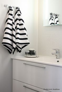 bathroom - black and white Bathroom Black, Laundry In Bathroom, Small Bathroom, Bathroom Inspiration, Interior Inspiration, Man Apartment, Dream Bathrooms, Dream Decor, Home Textile