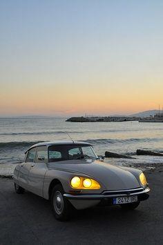 "doyoulikevintage: "" Citroën DS """