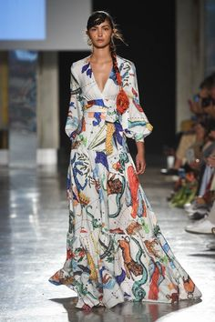 Runway pictures from the Stella Jean Spring 2020 Fashion Show. Milan Ready-To-Wear collections, runway looks, models, beauty Party Dresses For Women, Summer Dresses, Ladies Dresses, Casual Dresses, Fashion Dresses, Maxi Dresses, Ankara Fashion, Short Dresses, Fashion 2020