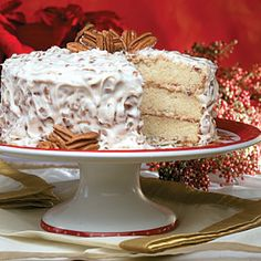 Sweet and creamy white chocolate flavors this gorgeous butter-pecan layer cake. Frosting Recipes, Cake Recipes, Dessert Recipes, Salad Recipes, Cake Icing, Cupcake Cakes, Cupcakes, Just Desserts, Delicious Desserts
