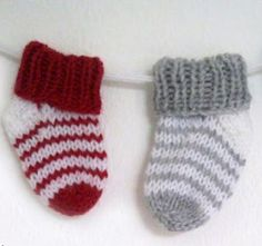 There& nothing cuter than tiny baby accessories. Something about shrinking something down to baby size makes everything more adorable. These Simple Striped Baby Socks are a sweet knit sock pattern you& love seeing baby wear while he crawls around. Crochet Socks, Knitting Socks, Crochet Baby, Knitted Baby Socks, Baby Knits, Free Knitting, Knitting For Kids, Baby Knitting Patterns, Baby Patterns