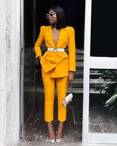 Nice yellow suit for office Suit Fashion, Work Fashion, Fashion Looks, Style Fashion, Feminine Fashion, Yellow Fashion, Classy Fashion, Fashion Trends, Classy Outfits