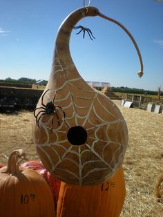 Halloween gourd art..... cute idea
