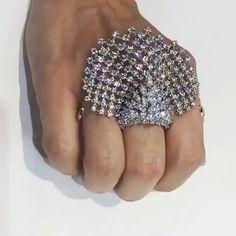 LVE!!! #Diamond #Ring by @yeprem via @jewelleryatelier #yepremjewellery #hautejoaillerie #highjewelry #finejewelry #diamonds #girl #amazing #highjewellery #finejewellery #joaillerie #awesome #jewelry #bigrings #bola3jewelry