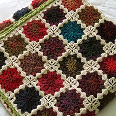 Starburst Blanket - Free pattern: http://www.ravelry.com/patterns/library/flowers-in-the-snow