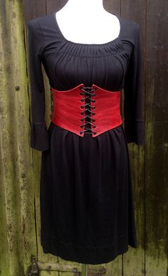 Leder Miedergürtel Red Leather waist belt http://de.dawanda.com/product/47378450-Leder-Miederguertel-Red