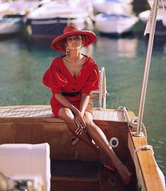 Yacht Charters: Top Places to Have a Boating Holiday in the U. Classy Outfits, Casual Outfits, Fashion Outfits, Sailing Tattoo, Sailing Logo, Sailing Style, Sailing Knots, Sailing Dinghy, Beret Outfit