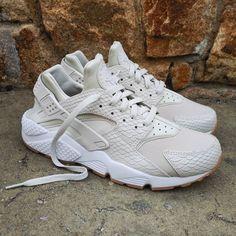 "Nike Air Huarache Wmns ""Reptile Skin Light Bone"" Size Wmns & Man - Price: 129 (Spain Envíos Gratis a Partir de 99) http://ift.tt/1iZuQ2v  #loversneakers#sneakerheads#sneakers#kicks#zapatillas#kicksonfire#kickstagram#sneakerfreaker#nicekicks#thesneakersbox #snkrfrkr#sneakercollector#shoeporn#igsneskercommunity#sneakernews#solecollector#wdywt#womft#sneakeraddict#kotd#smyfh#hypebeast #nikeair#huaraches #nike #huarache"