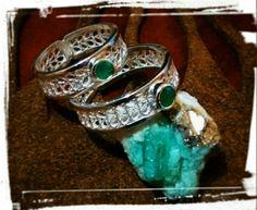 Argollas filigrana en plata con esmeralda.