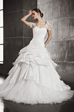 New Wedding Dresses Short A Line Bridal Gowns 18 Ideas A Line Bridal Gowns, New Wedding Dresses, Bridesmaid Dresses, Wedding Hair, Ball Dresses, Ball Gowns, Tulle Flower Girl, Flower Girls, Mermaid Dresses