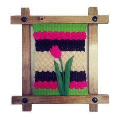 Telar rústico de Tulipán #Telar #Rústico #Tulipán #Temuco #Rancagua Loom Weaving, Hand Weaving, Diy Y Manualidades, Lana, Diy And Crafts, Tapestry, Rugs, Frame, Inspiration