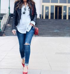 Moto Jacket + pops of red Source by shoes outfit Winter Outfits Women, Casual Fall Outfits, Winter Fashion Outfits, Chic Outfits, Red Pumps Outfit, Casual Heels Outfit, Red Shoes, Women's Shoes, Work Dresses For Women