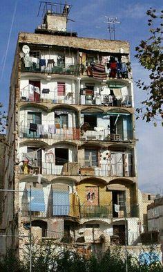 Подберём апартаменты по Вашему желанию; организуем Ваш отдых в Барселоне и Каталонии  встретим в аэропорту, проведем увлекательные экскурсии. Наши гиды - переводчики и трансферы в Барселоне  всегда к Вашим услугам. http://barcelonafullhd.com/ El Rabal Barcelona