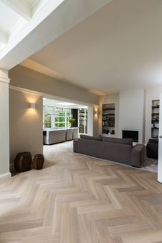 Interior Design Living Room, Living Room Designs, Oak Parquet Flooring, Wooden Flooring, Wood Floor Design, Herringbone Wood Floor, Home Living, Home Remodeling, New Homes